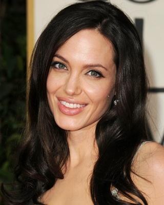 https://volosomagia.ru/wp-content/uploads/2013/08/Angelina-Jolie.jpg